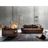 Мека мебел с кожена тапицерия модел Kennedy. Производител: Le Comfort, Италия. Италиански мебели за всекидневна с кожена тапицер