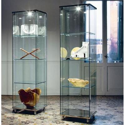 Модел Charme. Производител - Cattelan, Италия. Витрина с корпус от екстра прозрачно стъкло (без синкав или зеленикав оттенък) и