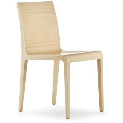 Модерен масивен италиански трапезарен стол модел Young, производител Pedrali, Италия. Едноцветен или двуцветен модерен стол за т