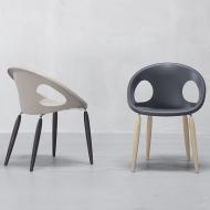 Трапезен стол с дървени крака и седалка от технополимер модел Natural Drop. Производител: SCAB Design, Италия. Модерни италианск