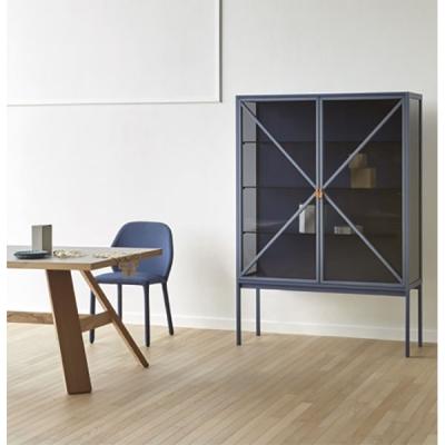 Луксозна витрина с масивни дървени елементи модел Kramer. Miniforms, Италия. Модерни италиански витрини.