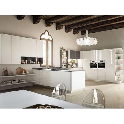 Модерен модел италианска кухня с лакирани стъклени врати. Модел Brillante, Arrex. Модерни италиански луксозни кухни със стъклени
