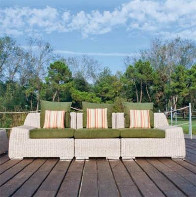 Модел Vogue  - мебели и аксесоари от изкуствен ратан и други материали подходящи за външни условия. Производител: Atmosphera, Ит