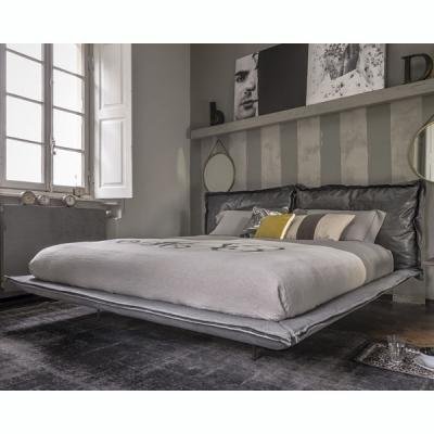 Модерна спалня с кожена или текстилна тапицерия модел Autoreverse. Производител: Arketipo, Италия. Луксозни италиански модерни с