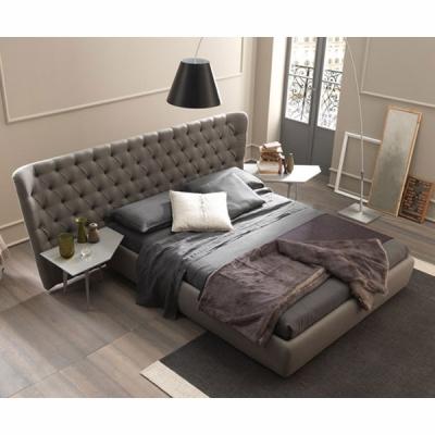 Модерна спалня с изцяло тапицирана рамка и табла модел Selene. Производител: Bolzan Letti, Италия. Луксозни изцяло тапицирани ит