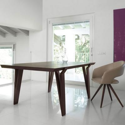 Модерна трапезна маса с масивен дървен плот и крака модел David. Луксозни италиански трапезарни маси с масивни дървени плотове.