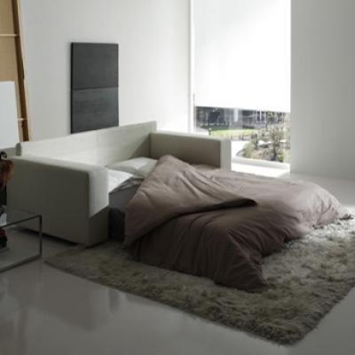 Модерни италиански и испански дивани, мека мебел, с механизъм за сън или релакс механизми.