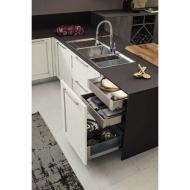 Кухня с масивни дървени врати, модел Eva. Arrex, Италия. Модерни и класически италиански модулни кухни с масив, фурнир и др. мат