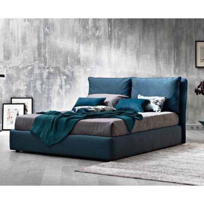 Модерна тапицирана спалня с контейнер модел Fris. LeComfort, Италия. Италианско обзавеждане за спалня- легла, нощни шкафчета, га