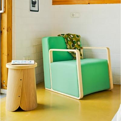 Модерно компактно кресло с дървени подлакътници модел Fusion. Sancal, Испания. Модерни и луксозни мебели за дневна- дивани, крес