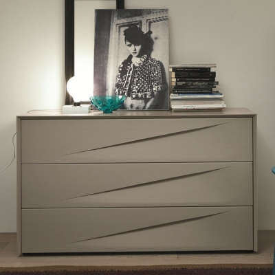 Мод. Genesis - модерен скрин и нощно шкафче с естествен фурнир или цветно лаково покритие. Производител: SMA Mobili, Италия.