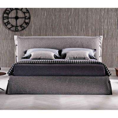 Тапицирана спалня с контейнер модел Giselle. Le Comfort, Италия. Модерни италиански мебели за спалня- легла, гардероби, скринове