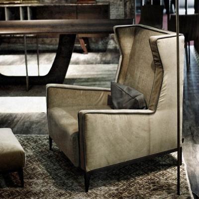 Луксозно кресло с текстилна или кожена тапицерия модел Goldfinger. Производител: Arketipo, Италия. Луксозни, висок клас, италиан