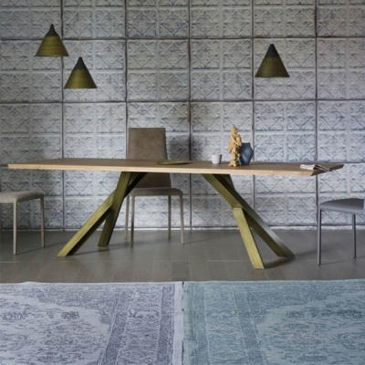Модел Gustave. Miniforms, Италия. Трапезарна маса с метални крака, плот- масив или естествен фурнир. Фиксирана или с разтягане.