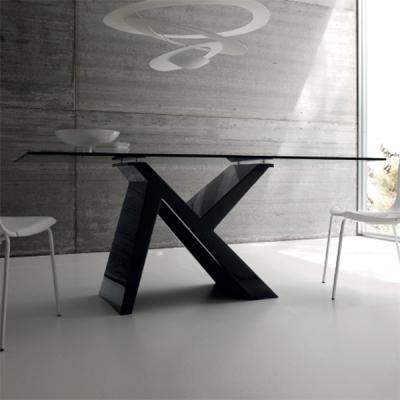 Мод. Ikarus- фиксирана или с разтягане трапезарна маса с лакирана основа и стъклен плот. Производител: Sedit. Италия. Модерни ит
