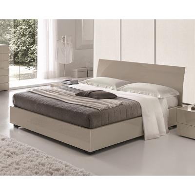 Модерна спалня мод. Karisma - табла от витослепена дървесина и естествен фурнир. Производител: SMA, Италия. Модерни италиански с