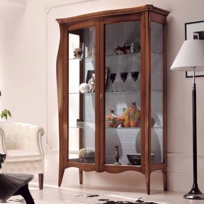 Класически витрини за трапезария. Италиански трапезни мебели от масив, естествен фурнир и други дървесни материали.