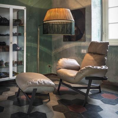 Модерни кресла с текстилна или кожена тапицерия. Италиански и испански дизайнерски кресла.