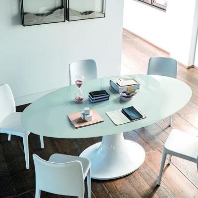 Трапезарна маса с елипсовиден стъклен плот модел London. Midj, Италия. Модерни италински трапезни маси с елипсовиден стъклен пло