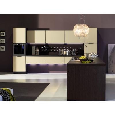 Модерна кухня с лакирана в цвят стъклена врата с алуминиева рамка. Модел Luce. Arrex, Италия. Италиански луксозни кухни с цветни