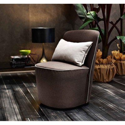 Модерно кресло модел Meggy. Le Comfort, Италия. Модерно италианско обзавеждане за дневна - дивани, кресла, мека мебел.
