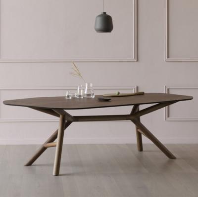 Луксозна фиксирана трапезарна маса с метална или дървена основа и плот с неправилна форма. Модел Otto, Miniforms. Луксозни дизай