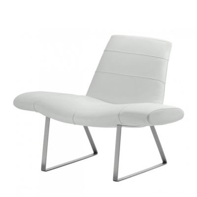 Модерно тапицирано с кожа кресло мод. Mies. Производител: Pedrali, Италия