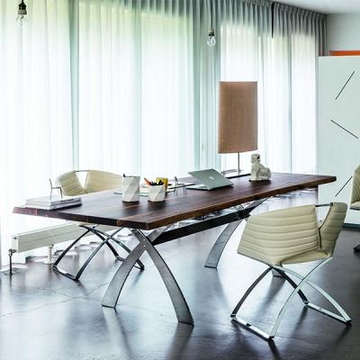Трапезарна маса с метална основа и плот от стъкло, естествен фурнир или масив. Модел Portofino. Midj, Италия. Модерни италиански