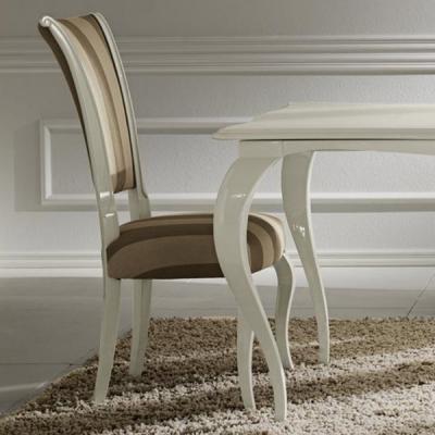 Стол за трапезария с дървена масивна рамка мод. Raffaello. Производител: Cantori, Италия. Класически италиански трапезни столове