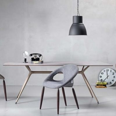 Трапезарна маса със стъклен плот модел Metropolis. Производител: SCAB Design, Италия. Модерни трапезни италиански маси от метал