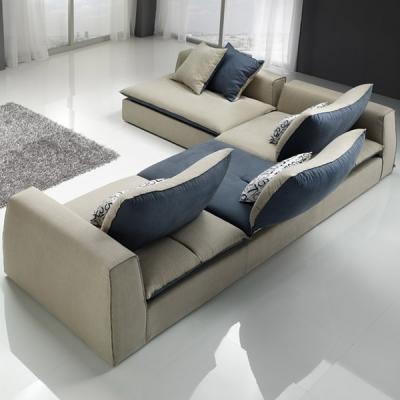 Модерен диван с механизми за промяна дълбочината на сядане модел Sting. G&G, Италия. Модерни италиански дивани с кожа или тексти