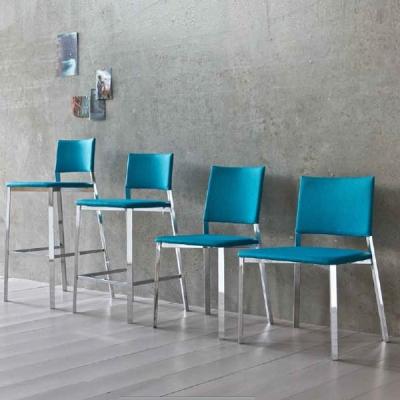 Модерни модели трапезарни столове от масив, метал, поликарбонат, акрил и други материали. Изцяло тапицирани италиански трапезни