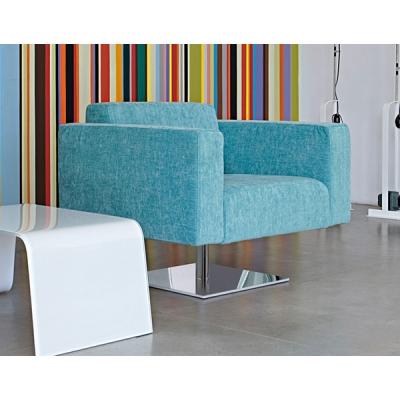Кресло с хромирана метална основа, пенополиуретанов пълнеж и изцяло сваляща се текстилна тапицерия.