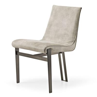 Модерен кожен трапезен стол с метални крака модел Venus. Производител: Arketipo, Италия. Италиански луксозни кожени трапезарни с