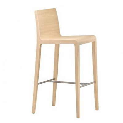 Модерен бар стол модел Young, производител Pedrali, Италия. Едноцветен или двуцветен модерен бар стол от масив и витослепена дър