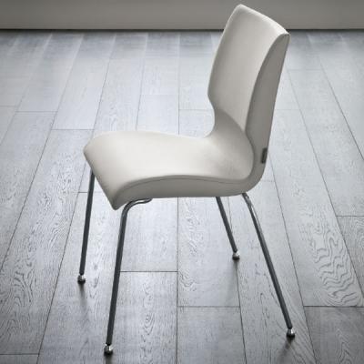 Мод. Young - трапезарен стол с хромирани, бели или алуминиеви крака и текстилна или кожена тапицерия. Производител: Sedit, Итали